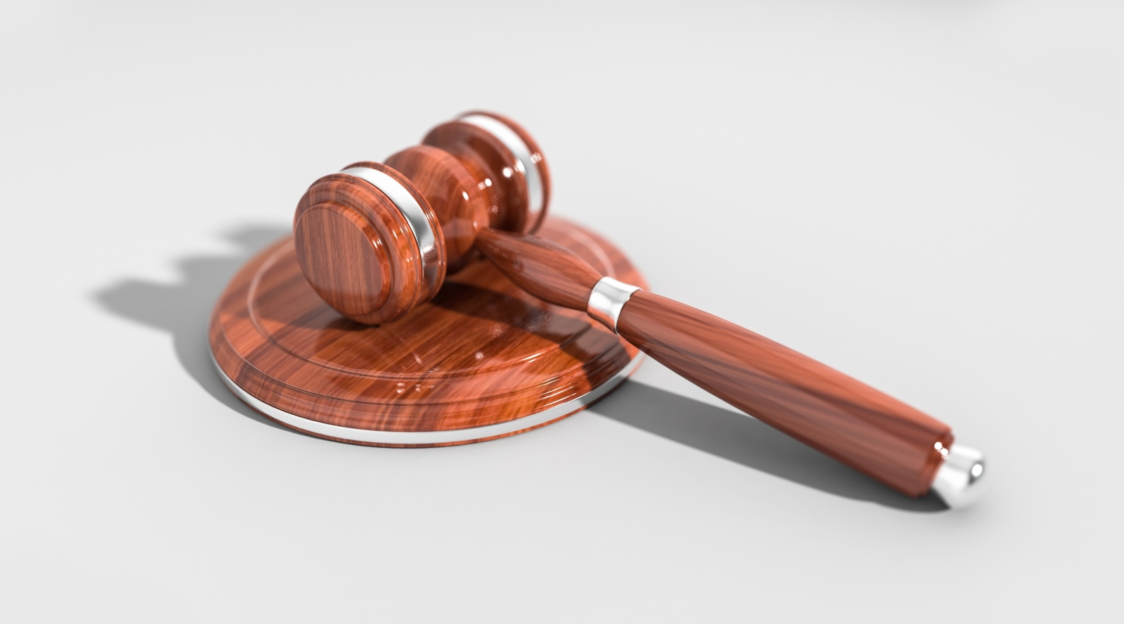 Illinois Couple Sues USCIS For Denying Application for Permanent Residence